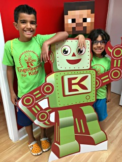 Kids smile with the EFK robot